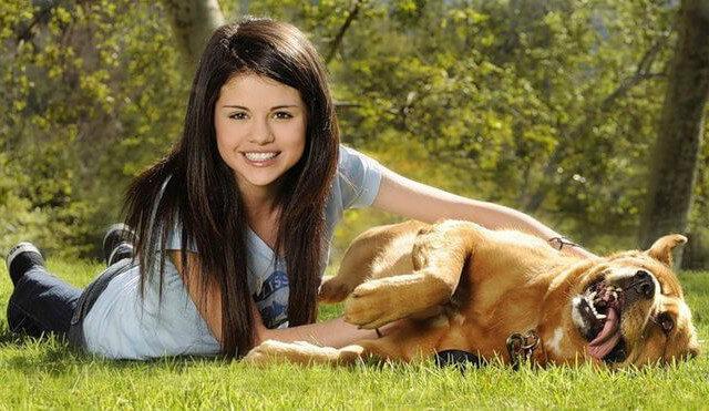 Селена Гомес с собакой
