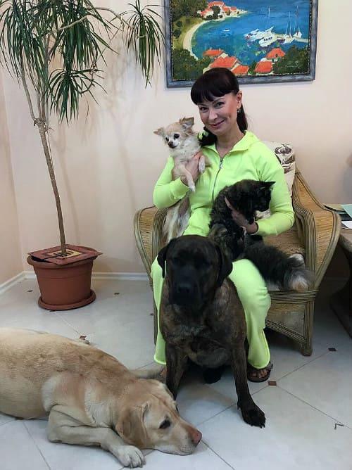 Нонна Гришаева с собаками