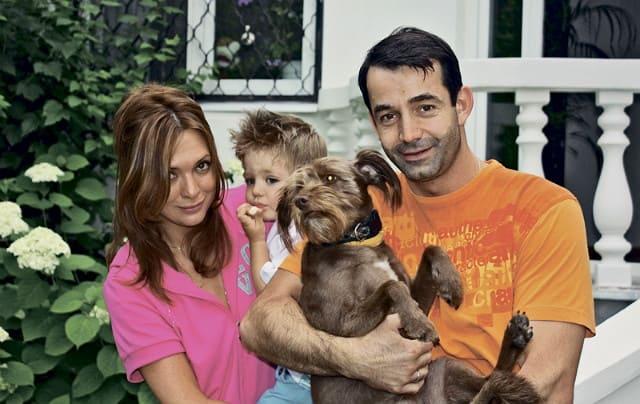 Дмитрий Певцов с семьей и собаками