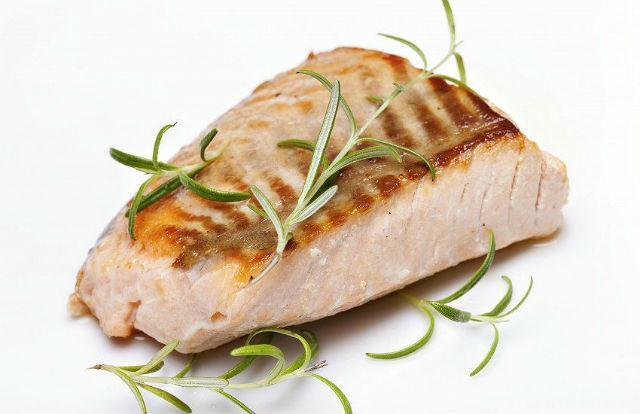 Чем кормить бигля – отварная морская рыба
