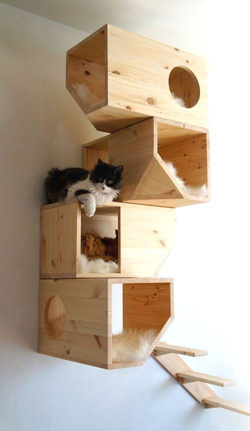 Подвесной домик для кошки из дерева