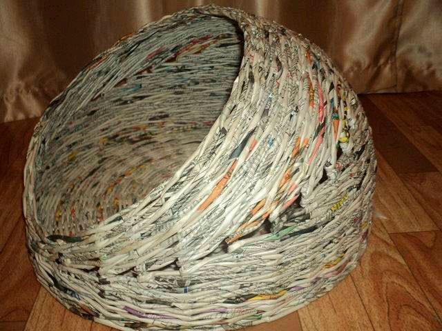 Лежанка из газетных трубочек