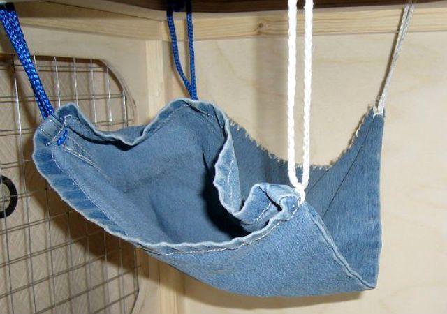 Гамак для крысы из джинсов