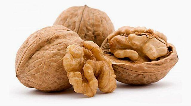 Растительный рацион морской свинки - грецкие орехи